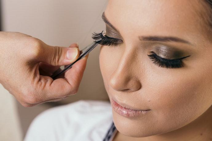 Top 10 Best Eyelash Adhesive To Buy In 2020 (Duo, Macrilan And More)